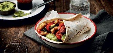 Kycklingfajita med sallad, tacosås och guacamole