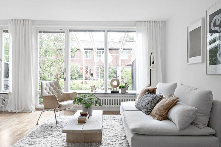 Blacktjärnsgatan 9G - styling PerfectionMakesMeYawn - vardagsrum -söderhamn- vit soffa -radhus - dux