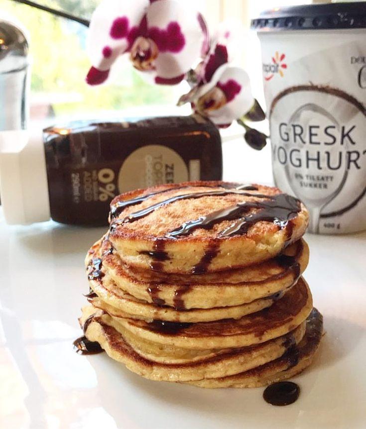 Protein pannekaker med smak av kokos😋🥞 #pannekake #sukkerfri #muskelmat #suntoggodt #yoplait norge #pannkakor #recept #kvarg #pancakes Opskrift. Sunnkostnorge - 100g yoghurt, 35g speltmel, 15g proteinpulver med vaniljesmak (evt mer mel), 1/2 ts bakepulver, et dryss kanel og 1 egg. Bland alt og la svelle i 5 min før steking☺️