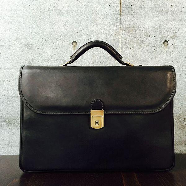 Pratesi Piccolomini bruce black aktetas. Luxe tas met #messing slot en #binnenverlichting. #pratesi #kalfsleer #aktekoffer #attachekoffer #leather #briefcase
