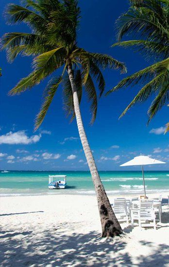 Couples Swept Away in Negril, Jamaika