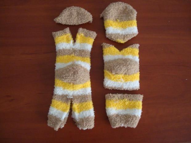 kreativny napad a navod ako vytvorit macku z chlpatej ponozky 6