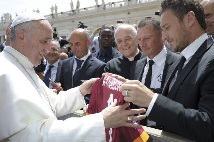 Francesco Totti: Con cada gol, beso mi anillo y agradezco a Dios