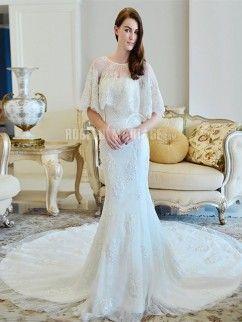 Robe de mariée en tulle à traîne cathédrale avec une châle en dentelle