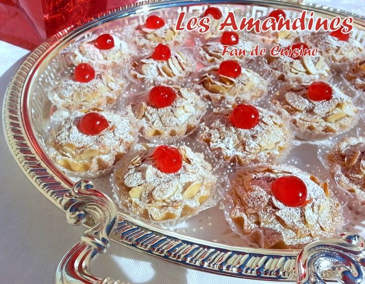 Asalam Alaykom, J'ai déja publié la recette des amandines, voila une autre délicieuse recette, très fondante et facile à réaliser. Ingrédients : La pâte sablée: 250 g de margarine 1/2 verre de sucre glace (un verre de 200ml) 1 œuf 1 pincée de sel vanille...