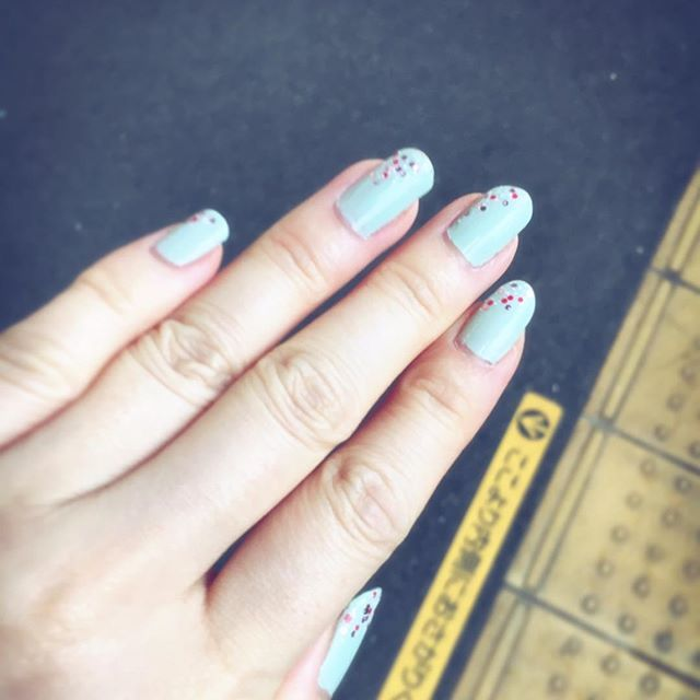 ちょっと#春 っぽいチョイスにしてみました🎨 #ネイル #セルフネイル #マニキュア #パステル #グリーン #ラメ #ピンク #白 #nail #nailpolish #manicure #pastel #green #gritter #pink  さて、ハンドクリームぬろう。