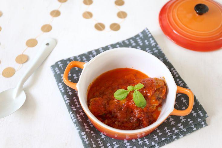 Dit Italiaanse kipstoofpotje is super makkelijk om te maken, maar heerlijk van smaak! Serveer dit gerecht bijvoorbeeld met aardappelpuree of Parmezaanse krieltjes uit de oven. Salade caprese erbij en