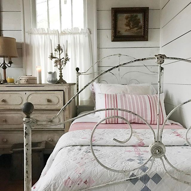 17 best ideas about farmhouse bedrooms on pinterest for Rustic farmhouse bedroom