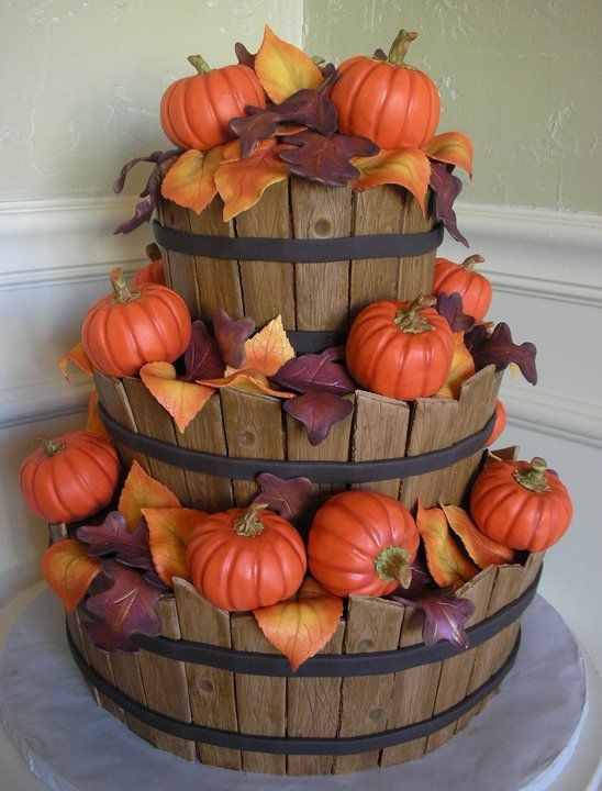 fall harvest cake!-----Wow, so lifelike. I think the barrel theme would work with apples or flowers too.