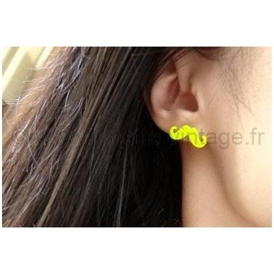 Boucle d'oreille forme #moustache jaune fluo