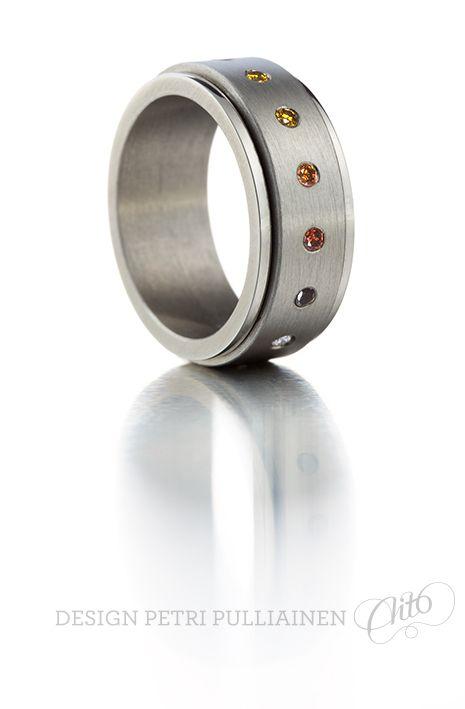 Revolving stainless steel ring 15*0.02 colored diamonds. Photo Teemu Töyrylä.