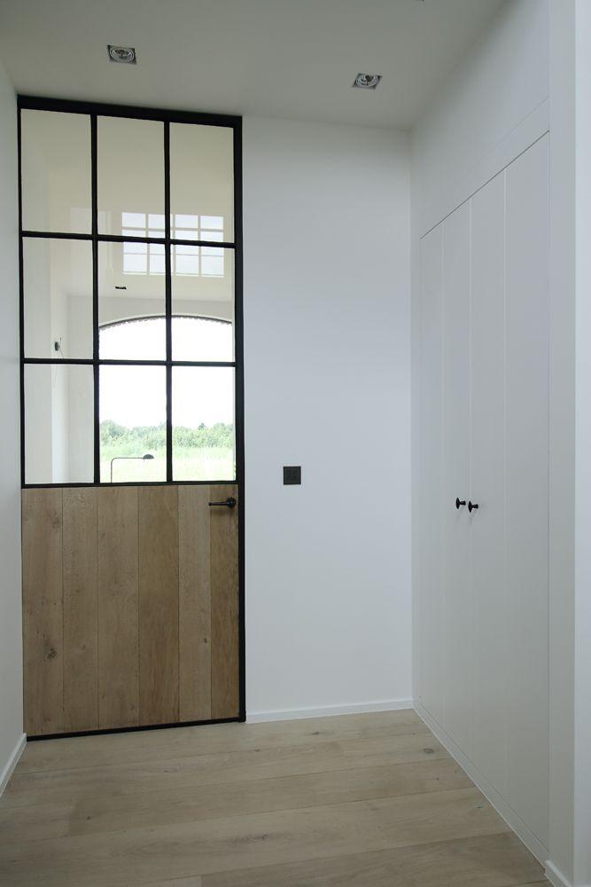 10 beste idee n over trappen op pinterest trapleuningen geschilderde trap en boekenkasten - Corridor idee verf ...
