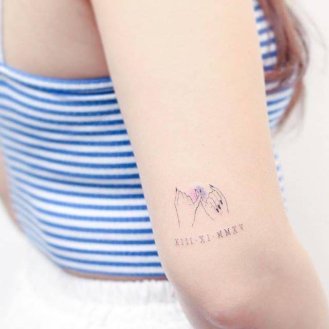 Single needle style pinky promise tattoo on the back of the right arm. Artista Tatuador: Mini Lau