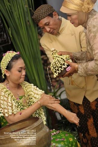Foto Liputan Prosesi Siraman Wedding Adat Jawa Solo di Klaten by Fotografer Yogyakarta, http://wedding.poetrafoto.com/foto-liputan-siraman-wedding-jawa-klaten-solo_352