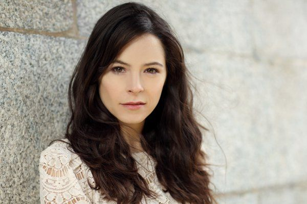 Elaine Cassidy.  Irish beauty from No Offence, Fingersmith, The Lost World etc.  Beautiful!  What more can I say?