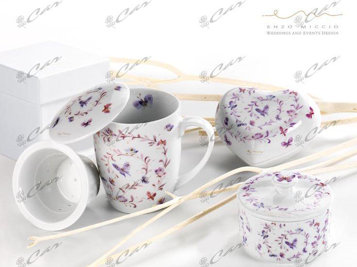 Tisaniera, scatolina e zuccheriera in finissima porcellana decorata