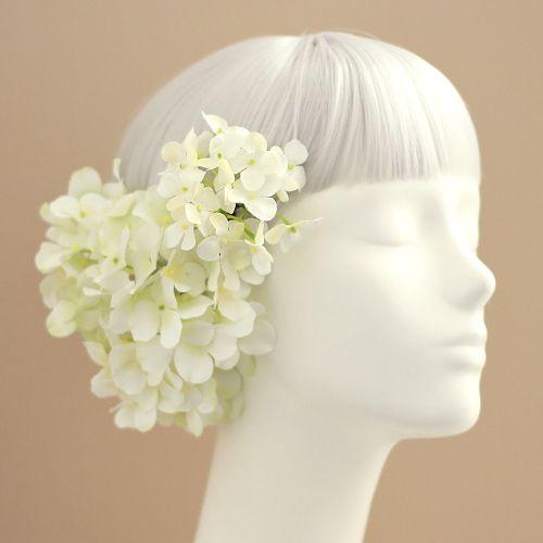 手まり咲きが愛らしい紫陽花。様々にアレンジをお楽しみいただける4本の髪飾りのセットです。さりげない華やかさに、オールシーズン人気の高いお花です。白 グリーン 紫陽花 髪飾り4本セット/シルクフラワー(造花)