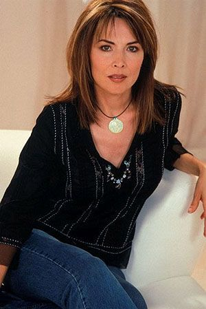 Lauren Koslow My Board In 2019 Medium Hair Styles