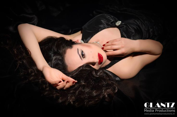 A tribute to classic Hollywood  Photographer: John Glantz  Model/ actress: Rebecca Danielle Hanser
