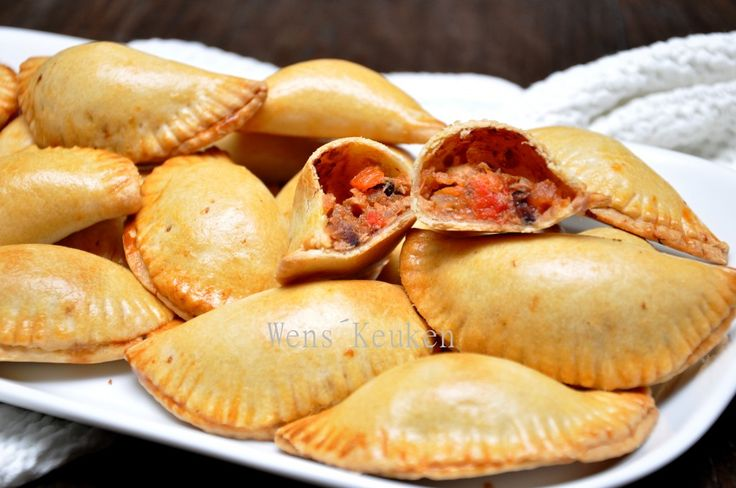 empanadillas met tomaat, paprika en tonijn, maar dan voor mij met andere vulling ;)