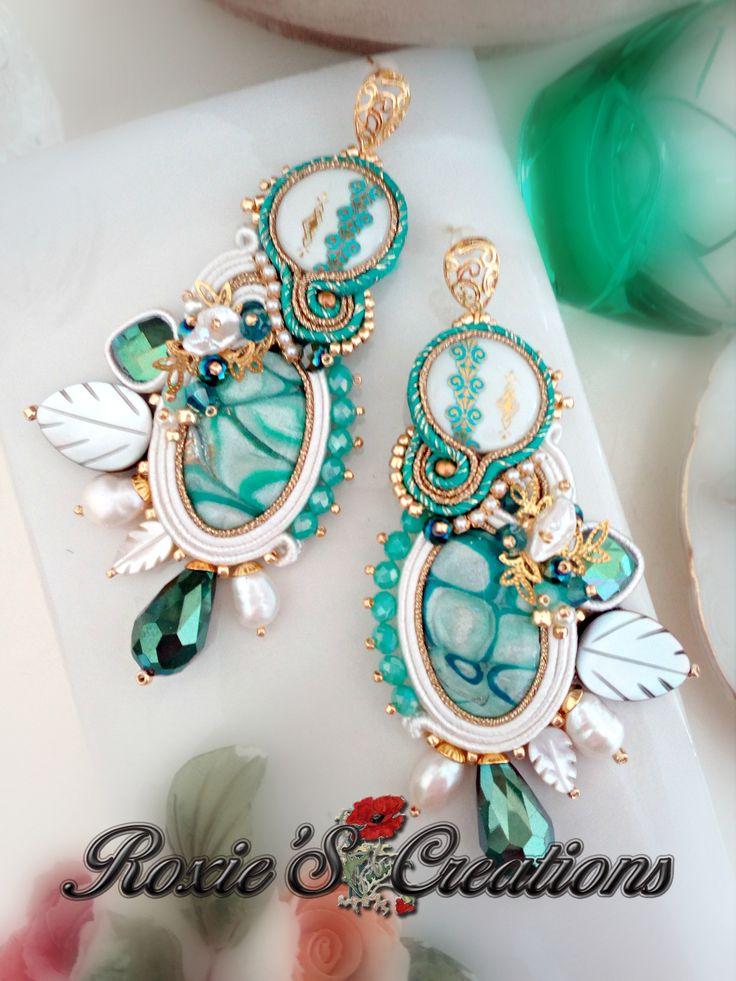 https://www.facebook.com/Roxies-Creations-1425843984294757/ https://www.etsy.com/it/shop/LeGioieDiRoxie #gioielliinsoutache #handmadefromitaly #orecchinisoutache #soutache #shibori #soutachejewelry #soutacheearrings #shiborisilk #shiboriearrings #gioielliarigianali #fattoamano #roxiescreations #fattoconilcuore #cabochonfattiamano #soutachemania #pendientes #soutachejewelry #soutacheaccessories #soutachejewellery #soutachenecklace #ilovesoutache #embroidery #embroiderydesign #embroiderybeads…