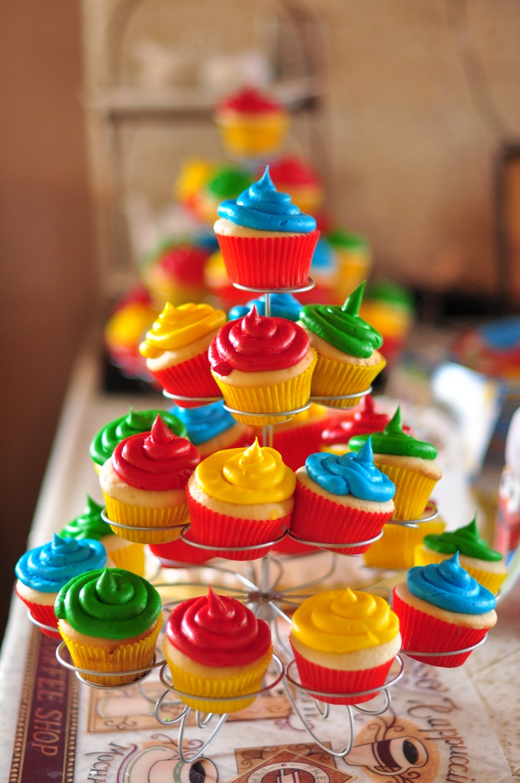 cupcakes I could actually make myself. cute organization, colored wrappers and frosting