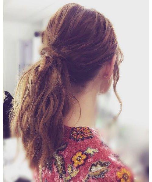 La queue de cheval nouée d'Emma Stone