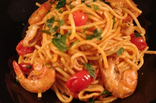 Spaghetti con totani freschi e code di mazzancolle surgelate