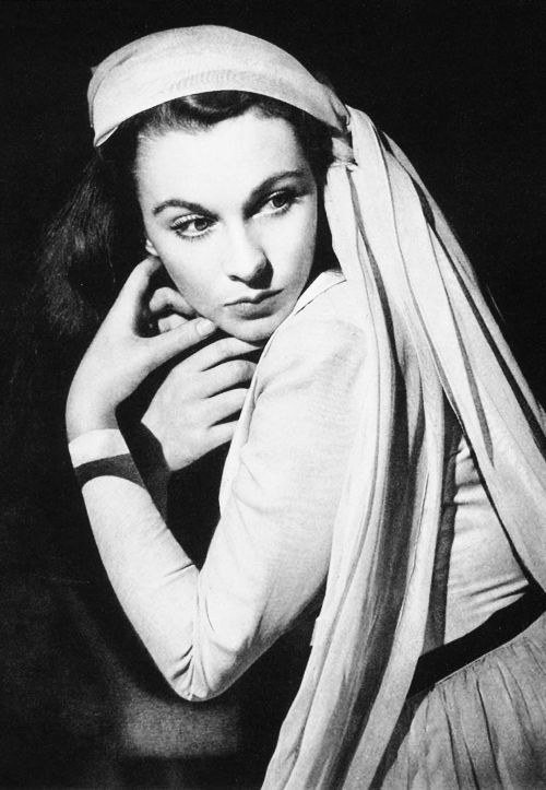 Vivien Leigh in a promotional photo for 'That Hamilton Woman', 1941. S)