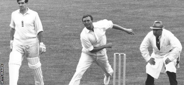 It was so sad to hear of the passing of Richie Benaud, bowled by cancer on 84.   Richie was a legend of the game and #cricket commentary worldwide. We have missed him for the last few years and it is hard to believe that we will not hear him again. But our thoughts go out to his family and legions of friends within the game and outside of it.  http://ozsportsreviews.com/category/cricket/