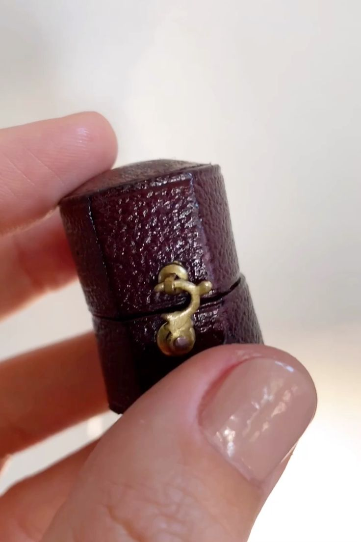 1.10 CARAT VICTORIAN THREE STONE DIAMOND ANTIQUE GOLD RING | Erstwhile