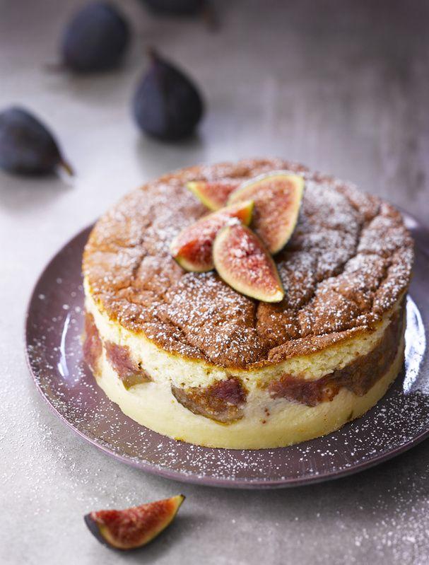 Gâteau magique aux figues, amandes et fleur d'oranger