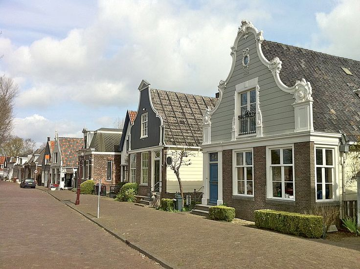 Buiksloot was tot 1921 een zelfstandige gemeente. Daarna is Buiksloot samen met Nieuwendam, Ransdorp, Sloten en Watergraafsmeer opgegaan in de gemeente Amsterdam. De gemeente was sterk verarmd na de watersnood van 1916, toen een groot gebied ten noorden van Amsterdam overstroomde. Nabij Buiksloot bevindt zich aan het Noordhollands Kanaal de krijtmolen De Admiraal, welke het laatste exemplaar van dit type die is overgebleven.