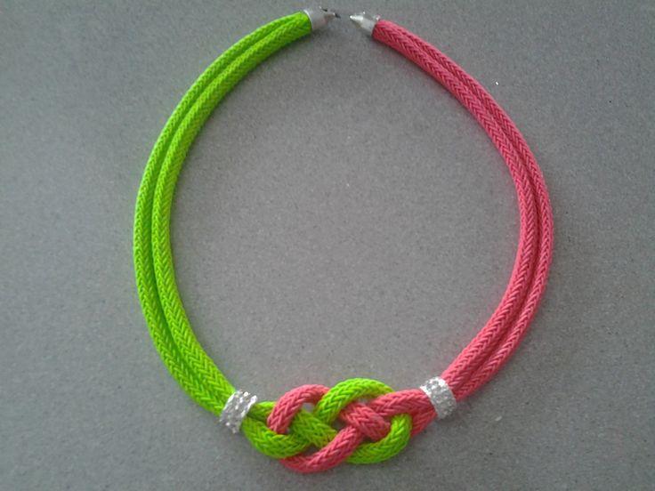 Collar cordon nudos