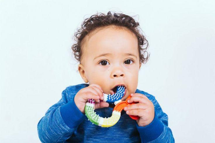 Nowość - gryzak, który przy okazji dba o czystość w buzi dziecka.