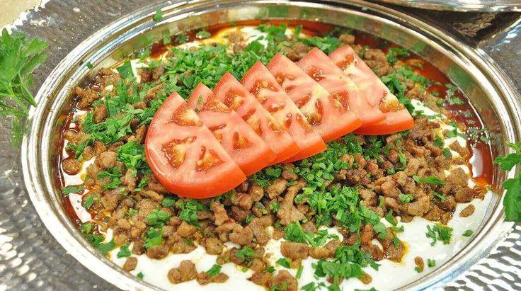 Heute stelle ich ihnen vor, wie sie Ali Nazik Kebab kochen können. Es schmeckt sehr köstlich und ist empfehlenswert. Nach Wunsch können sie statt Hackfleisch zerkleinerte Lammfleisch verwenden. Kommen wir zu den Zutaten und zu der Zubereitung der Ali Nazik Kebab.