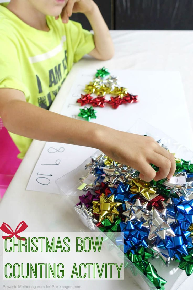 Christmas bow counting activity for preschool. Kids LOVE these tiny little bows! They love to play with them, so why not make them into an educational activity too? FUN!