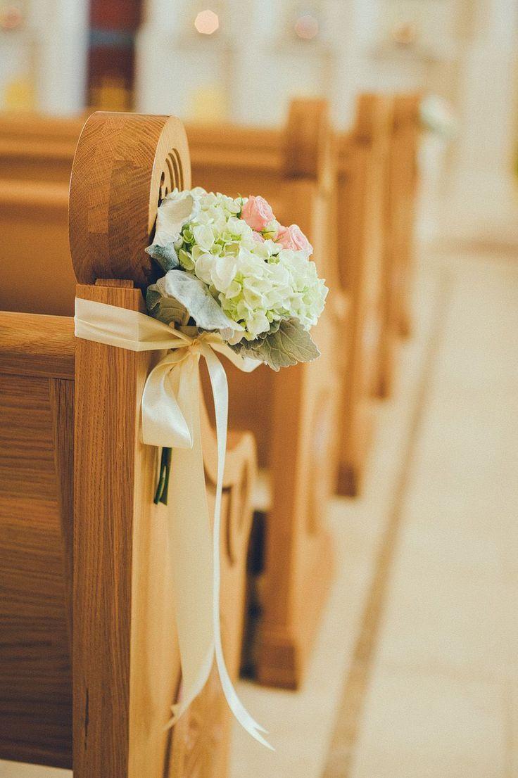 Un arreglo pequeño pero cautivar para la ceremonia. Más ideas en www.facebook.com/floremia.com.mx