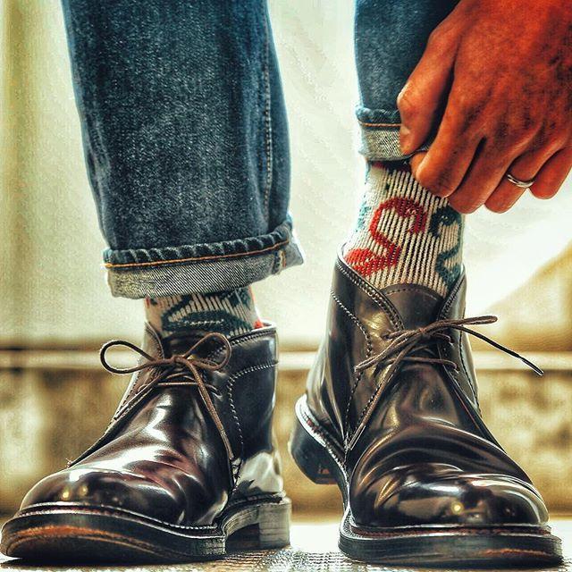 2016/11/12 09:02:29 yutaso24 2016.11.12 ・ ・ 今日の足元は、 ・ ・ 【オールデン】 ・ ・ 靴下は、フラミンゴ ・ ・ デニムはリゾルト710 ・ ・  #オールデン #Alden #チャッカブーツ #足元倶楽部 #足元クラ部 #革靴 #靴磨き楽しい #経年変化 #スナップ #コーデ #コーディネート #snapshot #shoes #code #fashion #foto #靴バカ #コードバン #靴下 #socks #boots #リゾルト #リゾルト710 #pic #picture #フラミンゴ #camera #canon #一眼レフ