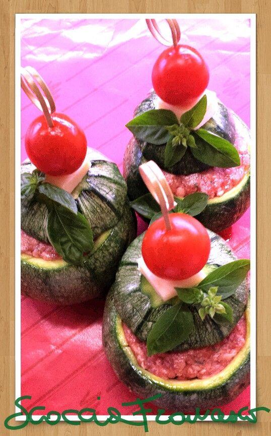 Zucchine tonde ripiene con crema ai formaggi e carne. ..presso Macelleria Scoccia Francesco. ..Search on Facebook macelleria Scoccia Francesco