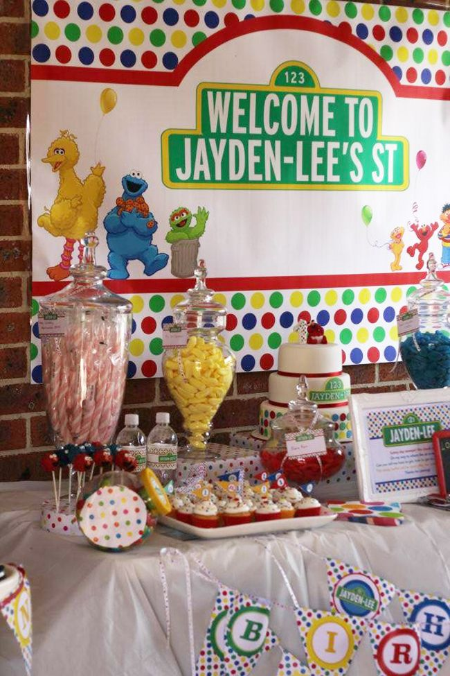 Sesame Street birthday party // Great party ideas and great baby Elmo cake!!
