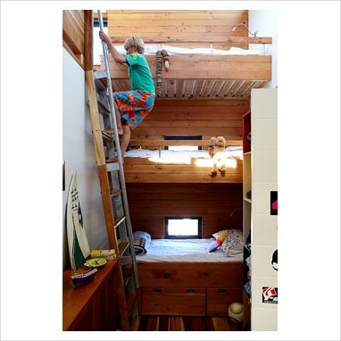 Modern kids room with cool triple bunks: now those are some cool