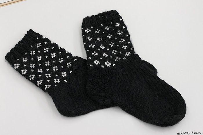 """eilen tein-blog Marimekko """"Muija"""" pattern socks! I LOVE this pattern"""