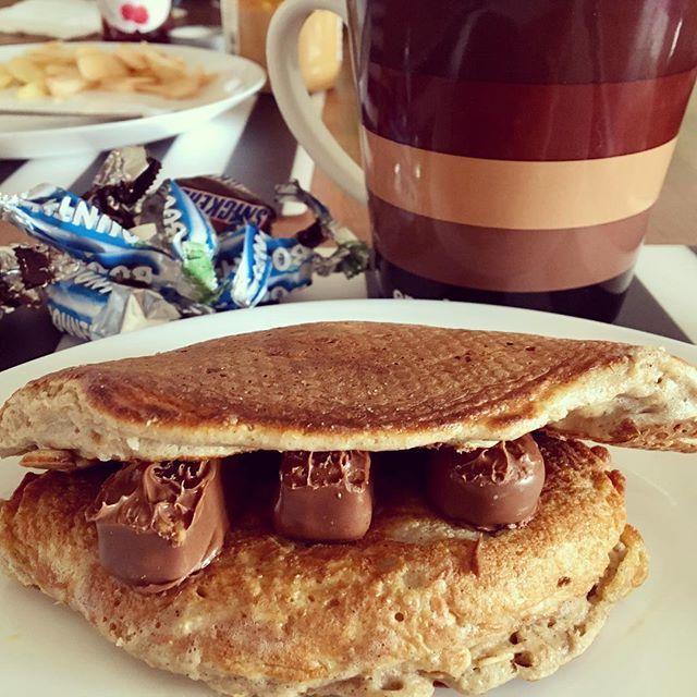 #dziendobry takie #sniadanko przed bardzo ciężkim treningiem 😁 #placki z jabłkami i białkiem, kawa i lecę 😍 Miłego dnia!  @trecgirl_official #ugotowana #podjadam #strong #crossfit #polishgirl