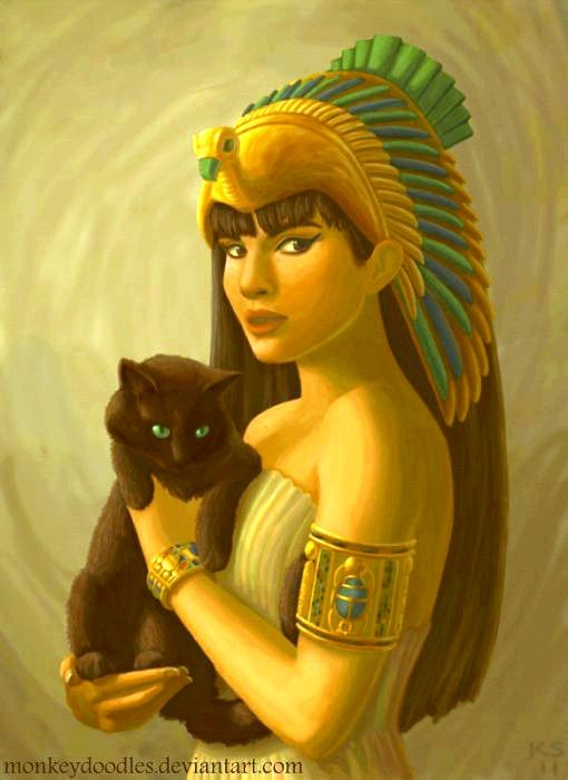 Bastet fue una Diosa Leona Solar durante la mayor parte de la historia del antiguo Egipto. Luego se la identificó como una Diosa Gato y a partir del ocupamiento de los griegos se le dio el nombre de la Diosa de la Luna, dado que en la mitología griega Bastet era conocida como Ailuros, es decir, gato en griego.