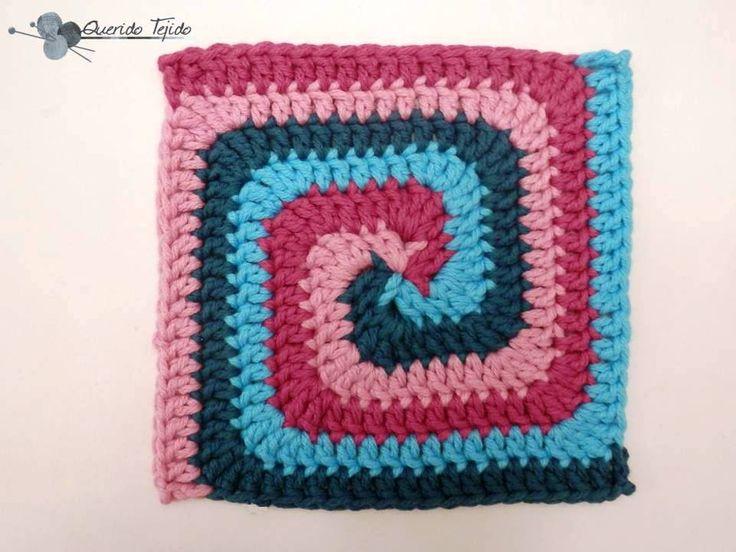 Granny Espiral cuadrado Aquí estoy de regreso con otro tutorial; ya les mostré como hacer un granny espiral en redondo , y en esta ...