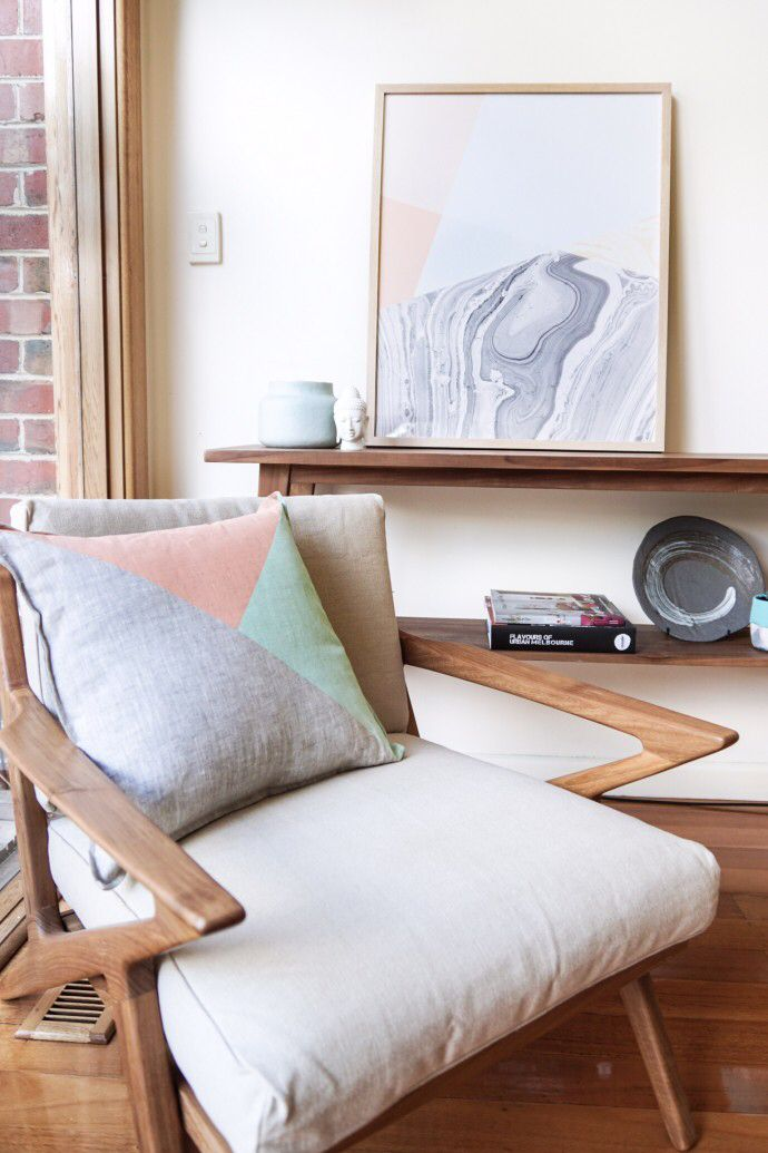 In the living area of this home we loved the #softfurnishings and #artwork. Thanks to #artist Sabina Klein for having us. #australianhomes #interiordesign #styling Photo - Changwei Dean. Production - Martine Harte on www.engagingwomen.com.au