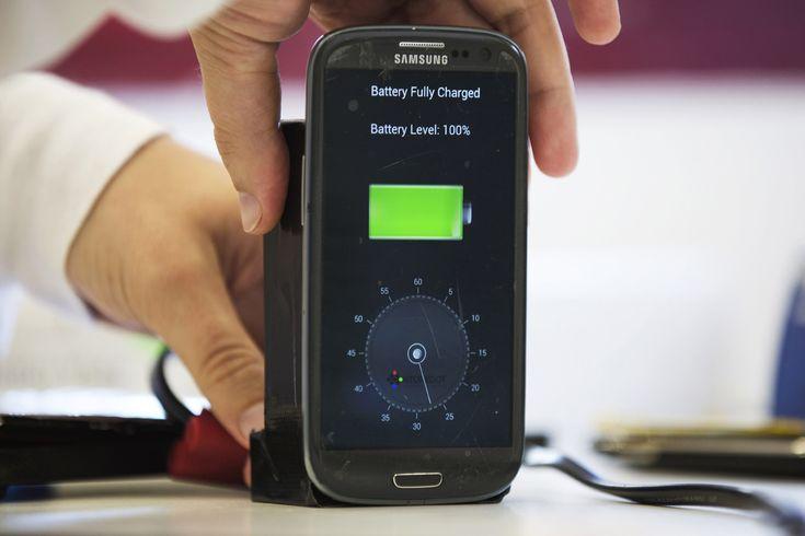 Bateria do smartfonaładowanaw 30 sekund, to wynalazek, na który czekaliśmy od dawna. A po przeskalowaniu jej do potrzeb elektrycznego samochodu naładowanie go zajmie tylko kilka minut. Cudeńko trafi na rynek w 2017 roku. Twórcą tego genialnego wynalazku jest izraelska firma StoreDot mająca wśród inwestorów rosyjskiego miliardera Romana Abramowicza. Podczas tegorocznej konferencji Microsoftu Think Next w [...]