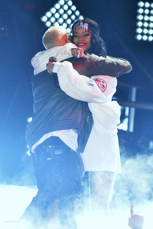 Rihanna and Eminem performed The Monster at the MTV Movie Awards 2014