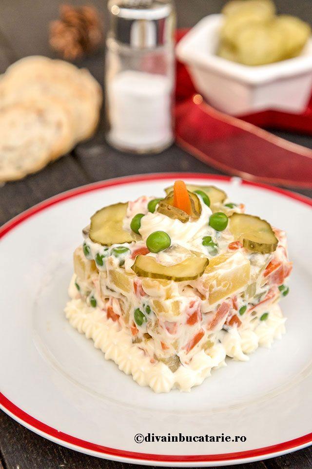 Salata ruseasca vegana este o reteta perfecta pentru perioada postului, dar si pentru cei care au un regim alimentar vegan.